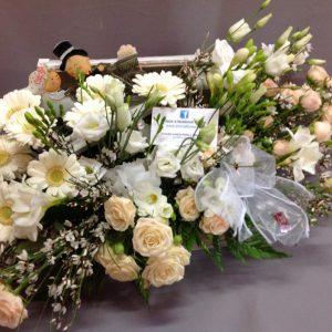 Baul flor cortada blanco y champagne